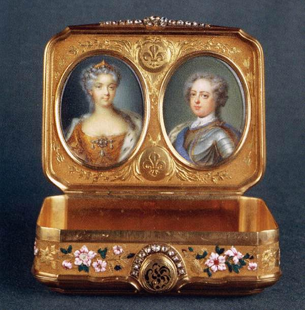 Hand-Painted Gold Snuffbox - Musee de Louvre